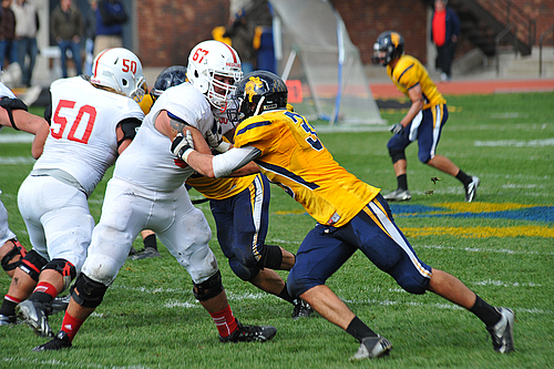Luke Reppe, men's football action