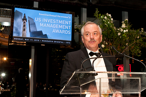 Carleton Vice President and Treasurer Fred Rogers '72, institutional investor award ceremony