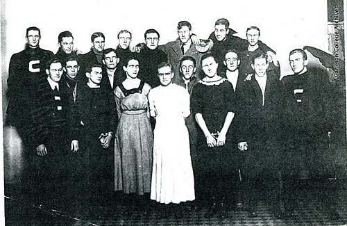 Freshmen men in dresses, 1913