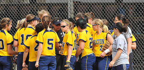 Team Huddle, softball action