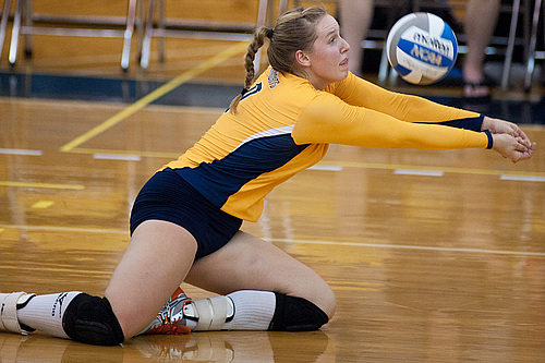 Elissa Walter, volleyball action