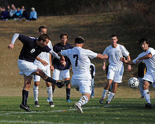 Tim Wills, men's soccer action (lo-res)