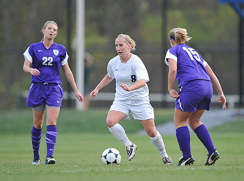 Abby Wills, Women's Soccer Action