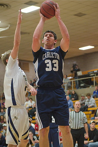 Taylor Hanson, Men's Basketball Action