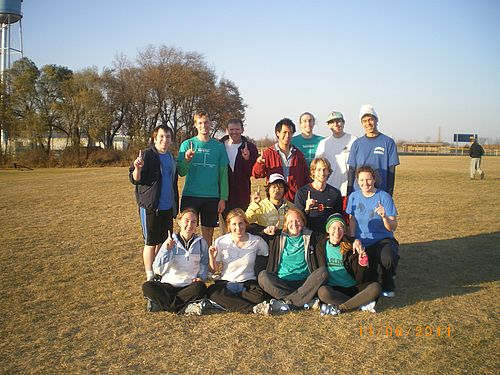 The fall 2011 IM Softcore Frisbee champions - PhysbeeChem!