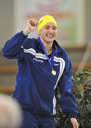 Sophie Pilhofer, women's swimming action (lo-res)