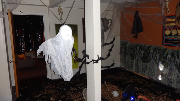 Halloween Decorating Contest in OIIL Lounge