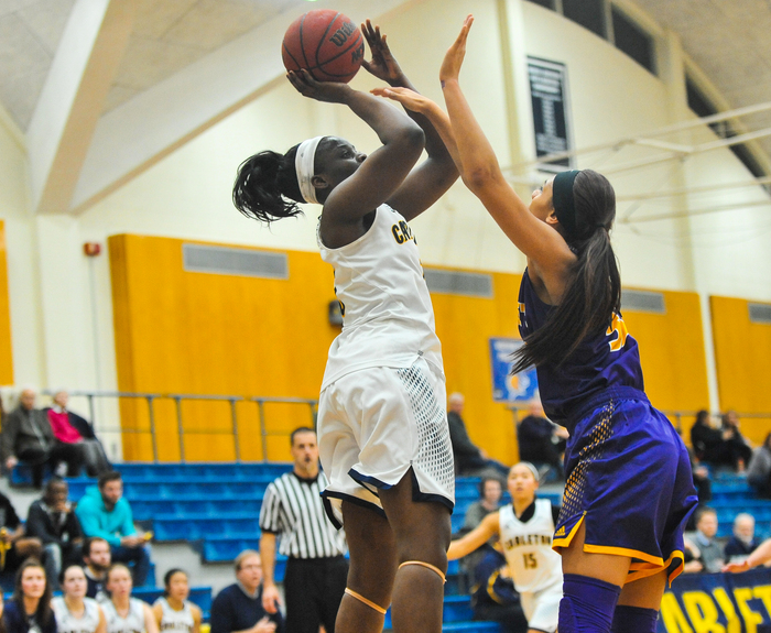 Nnenna Ezem, women's basketball action, St. Catherine, 2015-12-09