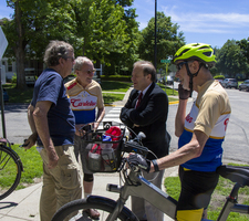 President Poskanzer chats with the 1958 Memory Riders as they arrive on campus