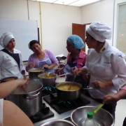 Students teach others how to make a traditional Ecuadorian soup with green bananas or platanos.