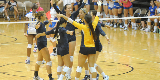 The Carleton volleyball team went 1-1 on day one of the Macalester Invite Friday evening