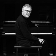 Image of pianist and conductor Christian Zacharias.