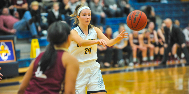 Cece Leone, women's basketball action, Coe, 2016-01-02